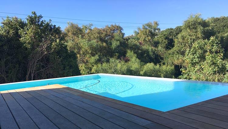 White fibreglass pool with rim-flow